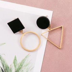 🆕️Gold Triangle & Circle Earrings 😍